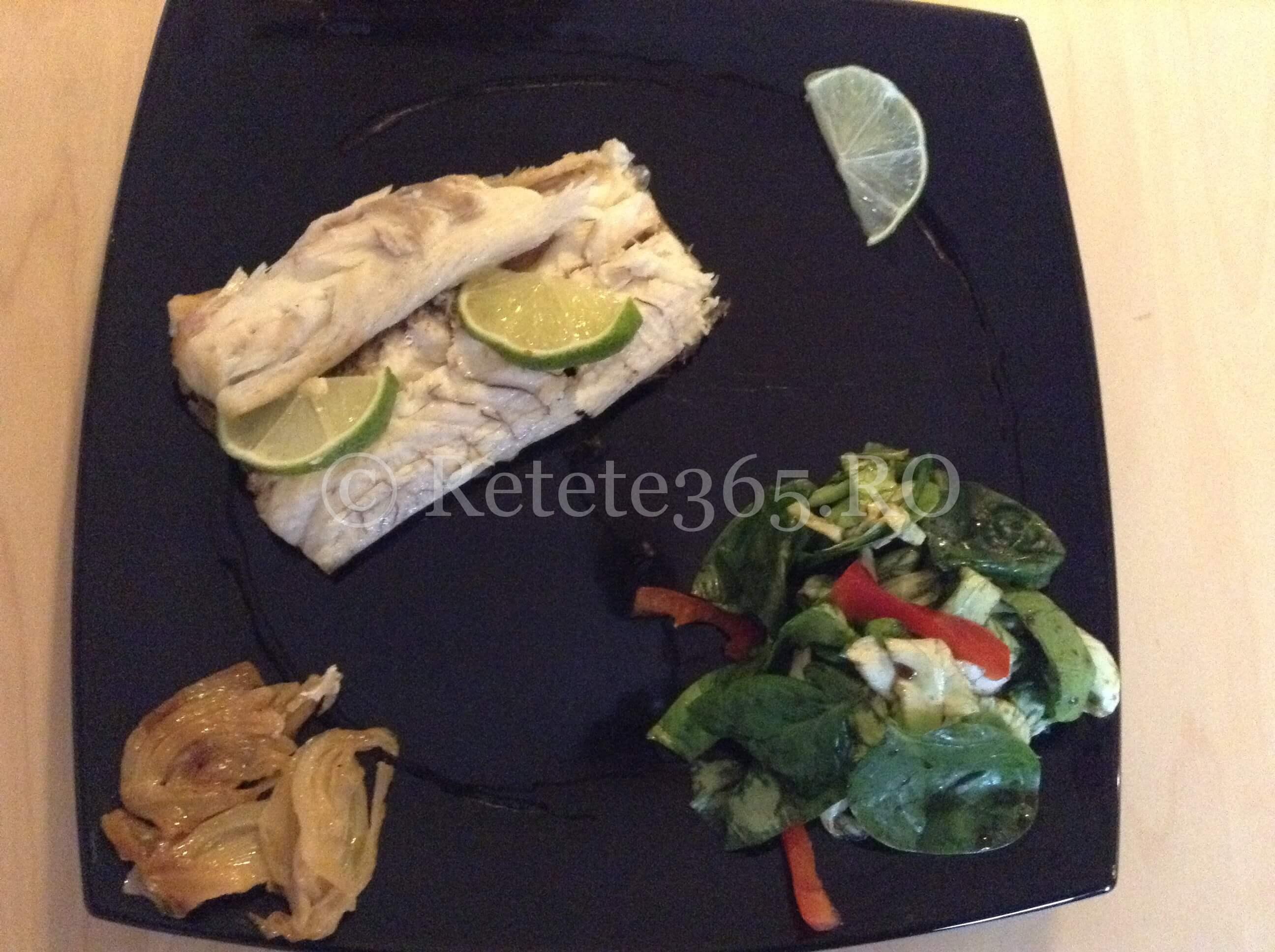 Biban de mare cu fenicul caramelizat si salata verde cu spanac