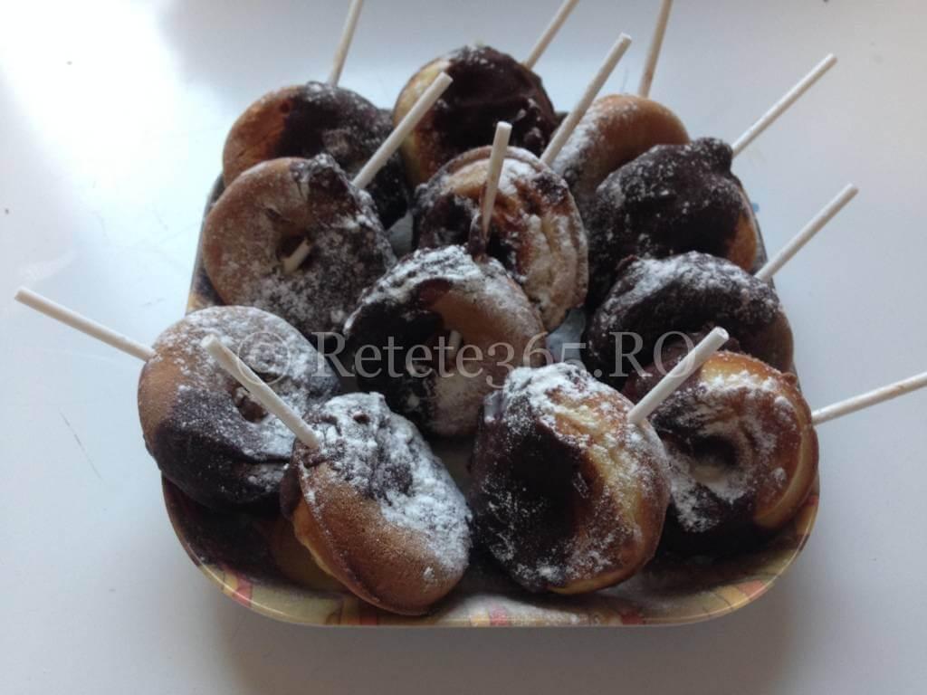 Gogosele cu ciocolata pe bat